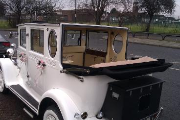 Wedding cars Middlesbrough. Hire a vintage style wedding car for your special day. Wedding cars Stockton and Hartlepool.
